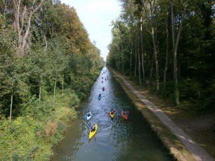 Pratique du kayak sur le canal de l'Ourcq © SAGE CEVM